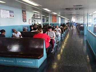 Staten Island Ferry - Binnenkant