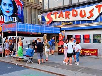 Themarestaurants in New York - Ellen's Stardust Diner
