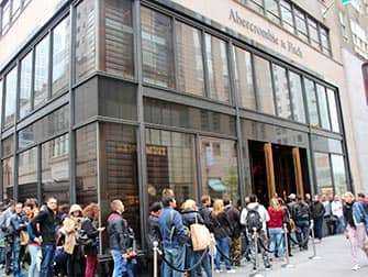 Abercrombie and Fitch in NYC - Lange Rij