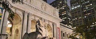 Public Library in de avond in New York