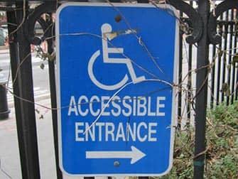Voorzieningen voor gehandicapten in New York - Bord