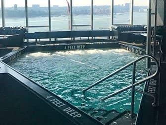 Gay Clubs en Nightlife in New York - Zwembad Le Bain
