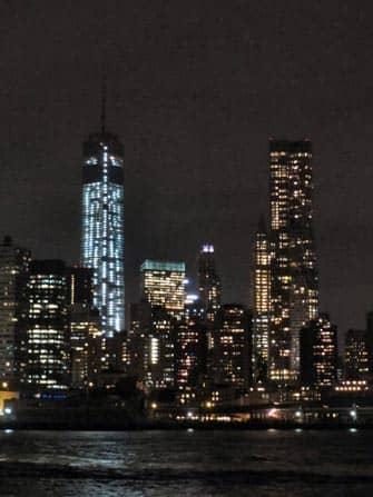 Uitzich skyline New York vanaf een boottour