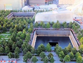 Het 9/11 Memorial-Monument in New York - Vanboven
