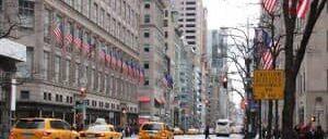 Winkelen op fifth avenue