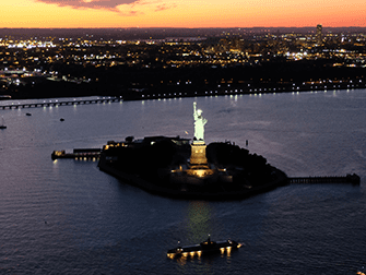 Avond Helikoptervlucht en Sightseeingcruise in New York - Vrijheidsbeeld