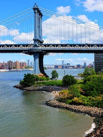 Brooklyn Bridge Park in New York - Manhattan Bridge