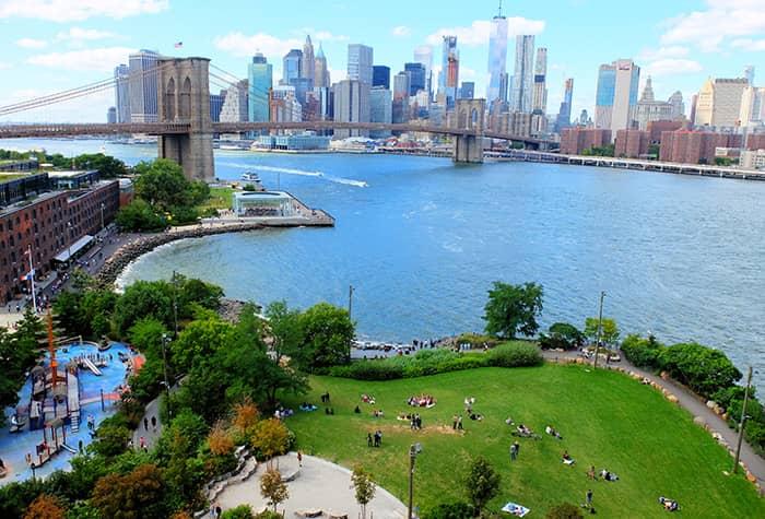 Brooklyn Bridge Park in New York - Van Bovenaf