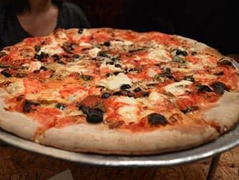 Met kinderen uit eten in New York - Pizza bij Johns