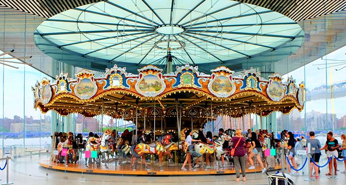 Janes Carousel in Brooklyn - De Draaimolen
