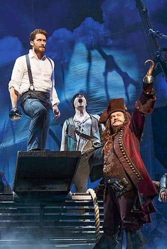 Finding Neverland op Broadway - Kapitein Haak