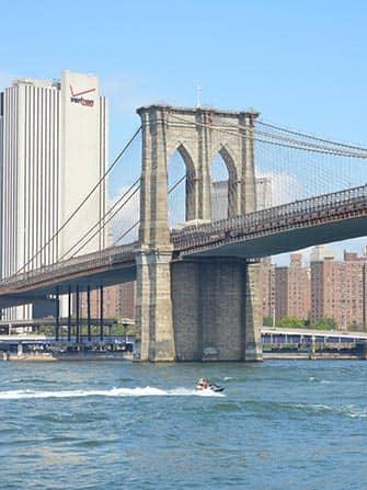 Jetskiën in New York - Brooklyn Bridge