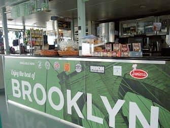 Circle Line: Landmarks and Brooklyn Cruise - Bar aan boord