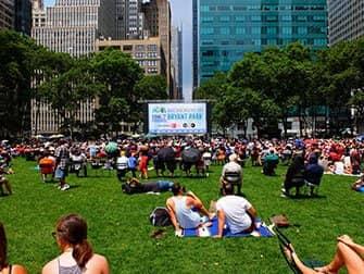 Broadway in Bryant Park - het grasveld