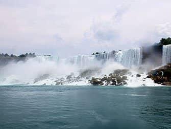 Dagtrip Niagarawatervallen per bus vanuit New York - Uitzicht vanaf Maid of the Mist
